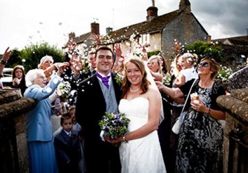 wedding-couple-confetti-small
