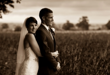 Wedding-Lains Barn Oxfordshire-Couple
